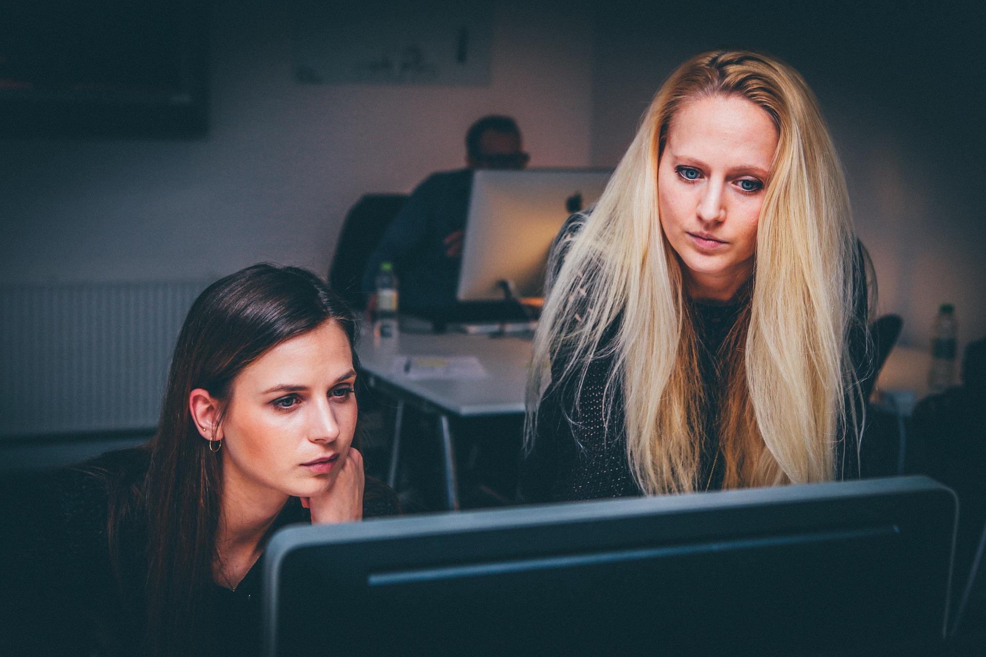 femme travail en équipe